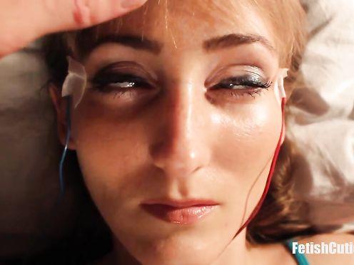 Загипнотизировал спящую телку и трахает ее каждый день