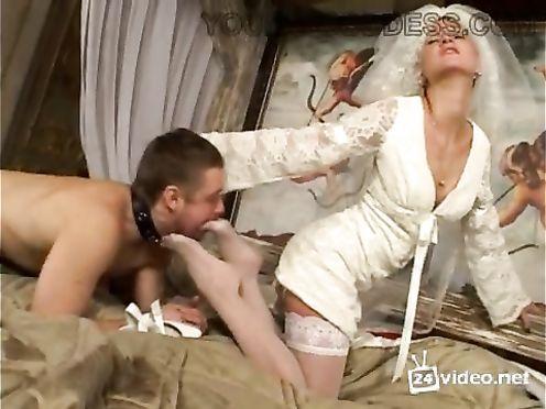 Жених ебет невесту в первую брачную ночь в отеле