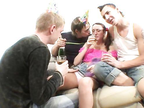 Русская напилась на свой день рождения и дала друзьям