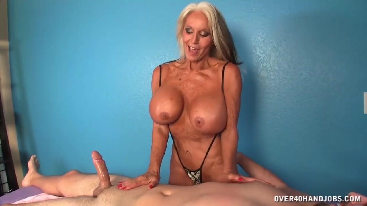 �� 60 летняя бабка с силиконовыми сиьсками дрочит член парню - порно ...
