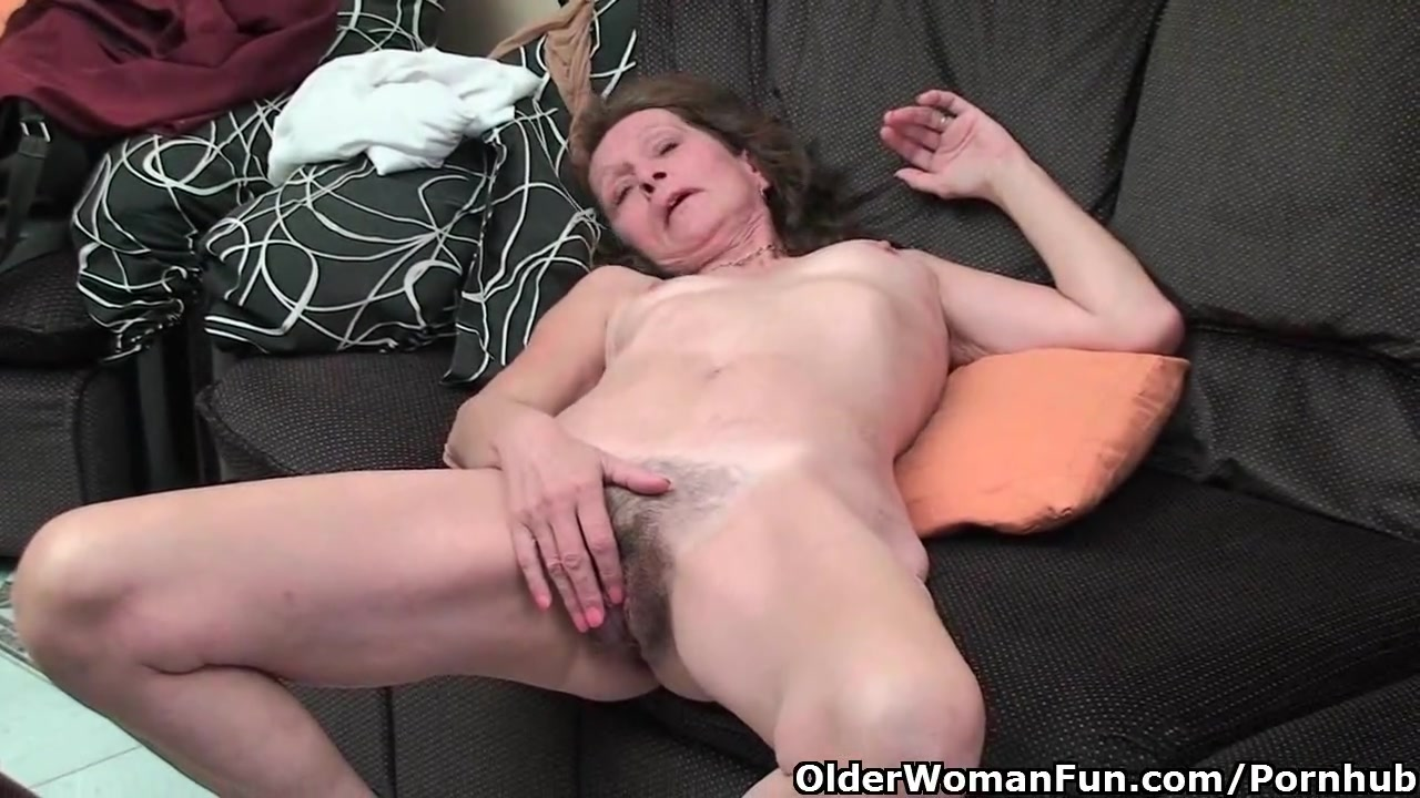 Старушка мастурбырует видео