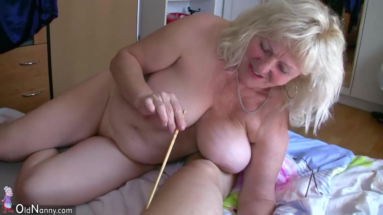 Порно видео онлайн дед с бабкой с внучкой