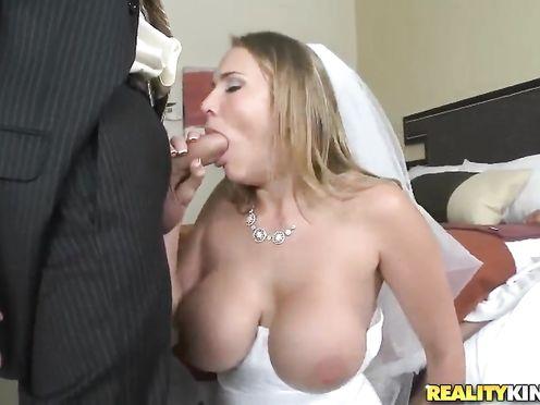 Невеста отсосала член жениха прямо перед свадьбой
