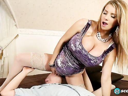 Трахает беременную жену с большими сиськами и кончает в нее