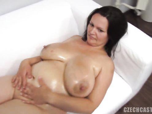 50 летняя жирная баба пришла на порно кастинг