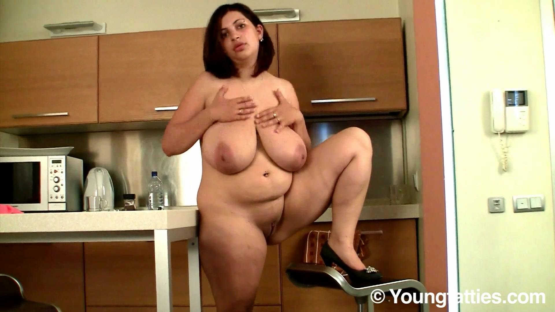 Толстушка голая видео, видео с огромным клитором зрелые лесбиянки