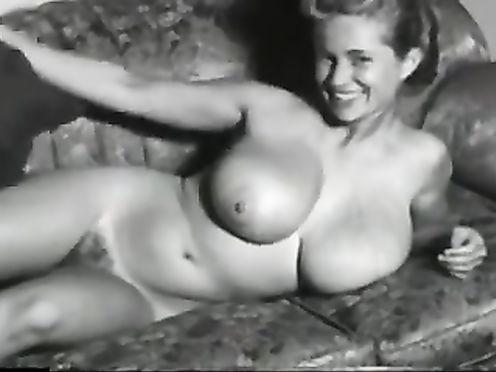Ретро эротика с молодой сисястой девки с пятым размером
