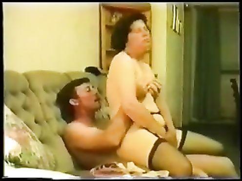 Ретро секс зрелой пары с очень волосатым лобком