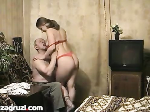 Старый дед вызвал молодую русскую проститутку домой