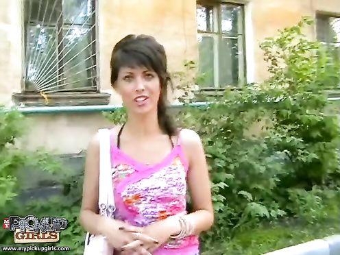 Бедная студентка трахнулась с мажором на улице Кемерово