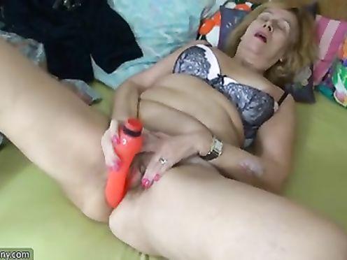 Бабушка занимается лесби сексом со зрелой тёлкой