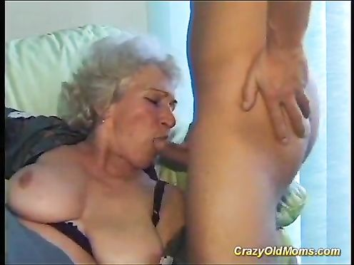 70 летняя бабушка сосет молодой хуй