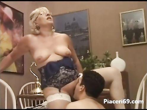 Оральный секс бабки и молодого паренька