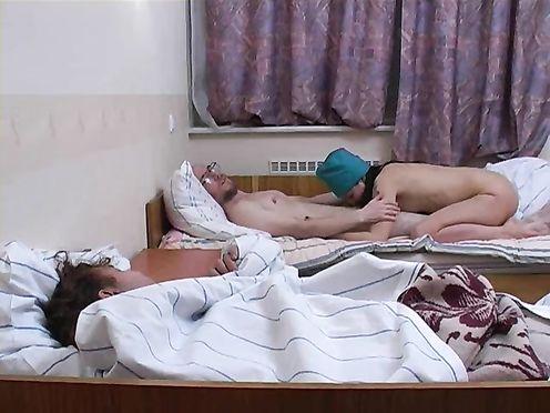 Молоденькая медсестра трахается с больным лежачим стариком