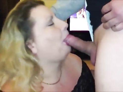Клиент кончил в рот толстой проститутке во время минета без резинки